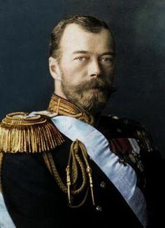 Dit is tsaar Nicolaas van de Romanov familie. Samen met prinses Alexandra heeft hij vier dochters en een zoon. Hij was de tsaar van Rusland, maar is dat niet heel lang geweest. Samen met de rest van zijn gezin is hij vermoord.