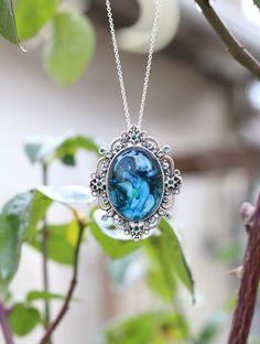 "Pendentif ""océan"" translucide marbré bleu : Pendentif par lesderivesdepatou"