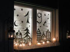 Das ist mein diesjähriges Adventsfenster. Ein bisschen hab ich bei Carmen  gelinst; aber weil unser Küchenfenster quasi ebenerdig is...