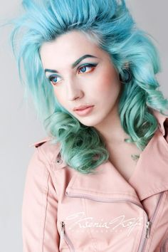 Blue to green ombre hair ... Not for me, but definitely pretty.