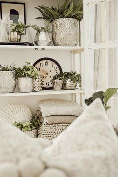 Living Room Shelves, Living Room Decor, Fixer Upper Living Room, Bookcase Styling, Bookshelf Design, Home Improvement Projects, Home Decor Styles, Decorative Objects, Home And Living