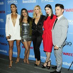 The cast of #Baywatch at a screening of the film in NYC last night! • • • • • O elenco de #Baywatch numa exibição do filme em NYC ontem à noite!