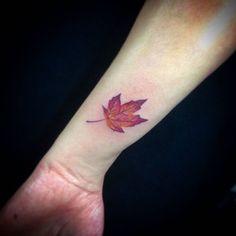 Flor de Outono por Caique Ataíde @caiqueataide #studiotat2 #tat2tattoo #galeriadorock #centrosp #tattoo2me #saopauloink
