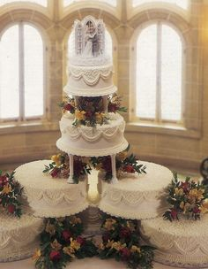 Big Wedding Cakes, Elegant Wedding Cakes, Elegant Cakes, Royal Cakes, Decorated Cakes, Table Decorations, Bride, Wedding Dresses, Christmas