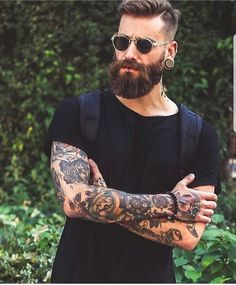 "2,079 mentions J'aime, 7 commentaires - Beard & Beast (@beardandbeast) sur Instagram : ""Admin : @hey_oh_alex insta 2 : @hypegentleman . model : @dominikberberich Promotions ,…"""