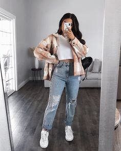 Teenage Outfits, Teen Fashion Outfits, Retro Outfits, Trendy Fall Outfits, Cute Comfy Outfits, Stylish Outfits, Jeans Outfit Winter, Mom Jeans Outfit, Mode Lookbook