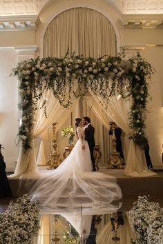 Casamento Clássico: Karina & Felipe – Wedding For My Life Wedding Ceremony Ideas, Indoor Wedding Ceremonies, Wedding Altars, Church Ceremony, Wedding Stage, Wedding Themes, Wedding Colors, Wedding Dresses, Wedding Church