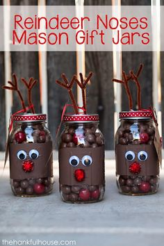 Creative Reindeer Inspired Crafts & Decorations for Christmas Reindeer Noses Mason Jar Gifts. Pot Mason Diy, Mason Jar Gifts, Gift Jars, Crafts With Mason Jars, Reindeer Noses, Reindeer Craft, Christmas Projects, Holiday Crafts, Christmas Crafts