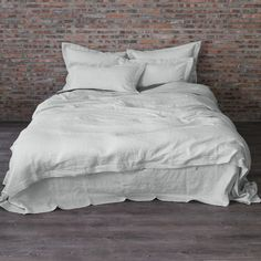 Cover your duvet with this slipcover in washed linen with inside ties for a snug...