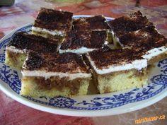Výborné řezy jako tiramisu! Tiramisu, Deserts, Food And Drink, Cupcakes, Pizza, Treats, Baking, Ethnic Recipes, Sweet