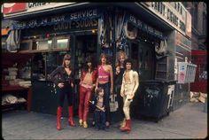 1973 New York Dolls: Jerry Nolan, Johnny Thunders, David Johansen, Arthur Kane, and Syl Sylvain with unknown little boy. Photo by Toshi.