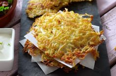 Recette de galettes de pommes de terre rosti(6 PERSONNES) 1 kg de pommes de terre bintje 1 oignon sel poivre Huile de tournesol