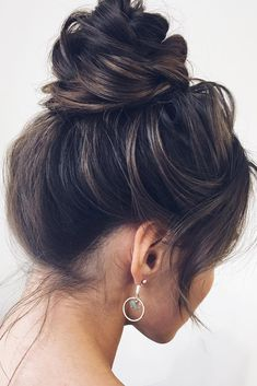 - 60 Short Updo Wedding Hairstyles for 2019 These trendy Hair Styles ideas would gain you amazing compliments. Check out our gallery for more ideas these are trendy this year. Short Updo Wedding, Classic Wedding Hair, Hair Wedding, Wedding Dresses, Timeless Wedding, Casual Wedding, Perfect Wedding, Scarf Hairstyles, Trendy Hairstyles