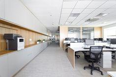 Galeria de Escritório Al Cleveland / Manore Arquitetura - 5 Corporate Office Design, Office Space Design, Corporate Interiors, Workplace Design, Office Interior Design, Office Interiors, Corporate Offices, Cleveland, Office Kitchenette