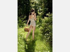 """Neue Bilder:Girls im Schweizer Bauernkalender - und ihre deutsche """"Konkurrenz""""  Martina (20)aus dem Bauernkalender 2009©Claude Stahel / bauernkalender.ch"""