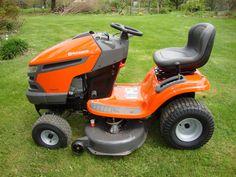 Wiosna tuż tuż, dlatego warto pomyśleć o pielęgnacji trawy w nadchodzącym sezonie wiosenno-letnim :)  http://www.kreocen.pl/poradnik/Traktorek-ogrodowy-sprawdz-zanim-kupisz-2_295.html
