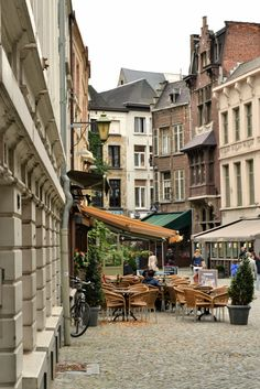 Antwerp....One of my favorite cities and a gem for Urban Sophisticates. enjoy the chocolates and great shopping...XO Carlos