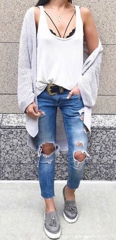 stylish look: cardi + white top + ripped jeans