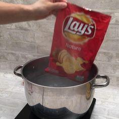 An die Chipstüten fertig. The post Knusper-Omelette! appeared first on Fingerfood Rezepte. Appetizer Recipes, Snack Recipes, Appetizers, Cooking Recipes, Cooking Beef, Quiche Recipes, Oven Cooking, Cooking Utensils, Dessert Recipes