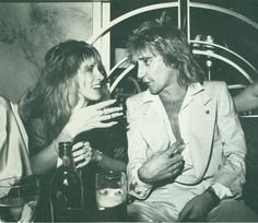 Stevie Nicks & Rod Stewart. My favorite female and male singers in one photograph is just too much to handle. ❤️