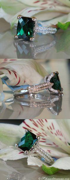 Delicate Green Tourmaline Ring with Diamonds (3.10 ct.) in Whitegold 18k - schmucktraeume.com Like: https://www.facebook.com/Noble-Juwelen-150871984924926/