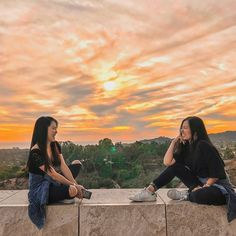 Serafin ladies are too much for some guys😂. Happy to share this view with you! @innaserafin .  .  .  .  .  .  .  .  .  .  .  .  .  .  #getty #gettymuseum #wander #nomad #explore #travel #california #usa #america #filipino #bacolod #europe #potd #instatravel #igtravel #canon #photography