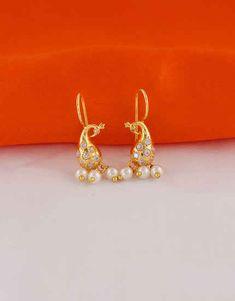 Indian Jewelry Earrings, Fancy Jewellery, Jewelry Design Earrings, Gold Earrings Designs, Jewelry Art, Fashion Jewelry, Gold Earrings Models, Diamond Chandelier Earrings, Pearl Studs