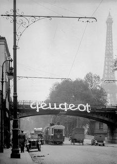 circa 1900   de 'lachende e' van Peugeot - ruim 60 jaar eerder dan die van Heineken !