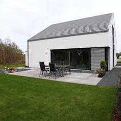 Gartenseite: minimalistische Häuser von Architektur Jansen