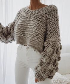 This post contains the best chic fall outfits. These outfits are perfect whether for casual days or for special days. They will make you look stunning. Mode Outfits, Fashion Outfits, Womens Fashion, Fashion Trends, Fashion 2018, Outfits 2016, Fashion Online, Fashion Editor, Fashion Styles