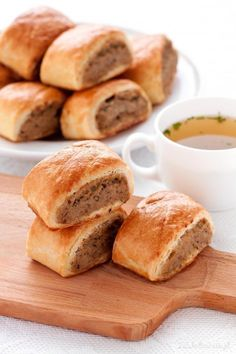 Paszteciki z mięsem Meat Pies with beef and chicken meat. (in Polish with translator) Full recipe B Food, Good Food, Yummy Food, Beef Recipes, Baking Recipes, Oven Dishes, Christmas Dishes, Sausage Rolls, Polish Recipes