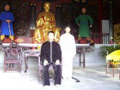 Master Chen Bing and Laoshi Bosco pose for a photo; they are direct lineage to the originator of Chen taiji #chentaichi#cbtausa#taijiquan#chenjiagou#chenvillage#boscobaek#chenbingtaijiacademyusa#losangelestaichi#太极拳#陈氏太极#陈家沟#美国陈炳太极院#陈炳#白承哲 // -TW