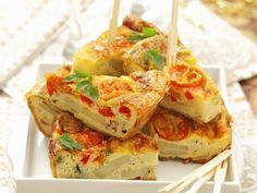 Probieren Sie die leckere Tortilla mit Paprika und Tomaten von EAT SMARTER!