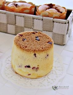 Cranberry Yogurt Chiffon Cake ~ Easy to make. Moist, soft, tangy, full of lemon flavour & cranberries. Delicious Cake Recipes, Yummy Cakes, No Bake Desserts, Dessert Recipes, Bolo Chiffon, Minis, Yogurt Cake, Almond Cookies, Shortbread Cookies