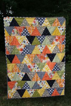 I LOVE this quilt!  Cute triangle quilt