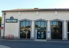 Noilly Pratt es una marca muy célebre de Vermouth Seco. Puedes descubrir la planta de producción e inclusive comprar un par de botellas cuando visites Marseillan, sobre el Etang de Thau.