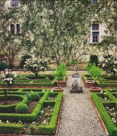 The Time of Elegance: Jardin à la Française or French Formal Garden French Formal Garden, Formal Garden Design, Garden Modern, Gray Garden, Shade Garden, Formal Gardens, Outdoor Gardens, Hedges, Landscape Architecture