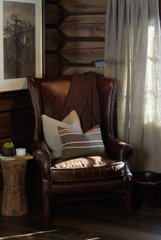CASA TRÈS CHIC: CHRISTIAN'S & HENNIE - INVERNO Modern Log Cabins, Masculine Interior, Montana Homes, Log Cabin Homes, Cabin Interiors, Cabins And Cottages, Cozy Cabin, Luxurious Bedrooms, Beautiful Space