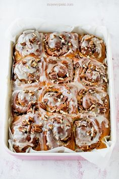 Buns with maple syrup and pecans My baked goods Cinnamon Love, Dessert Recipes, Desserts, Maple Syrup, Baked Goods, Cereal, Pudding, Cupcakes, Pecans