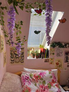 Indie Room Decor, Cute Room Decor, Aesthetic Room Decor, Room Ideas Bedroom, Bedroom Decor, Flower Room Decor, Butterfly Bedroom, Vsco, Natural Bedroom