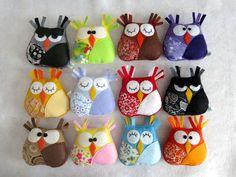 Corujas pequenas adoráveis feito com feltro e tecido. Toy ou decoração