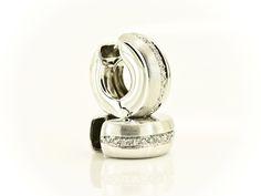 http://www.gioielleria-banchetti.it/2013/negozio-online/orecchini/orecchini-a-cerchio-lucido-e-satinato-detail.html  #orecchini