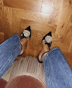 Beautiful strappy pumps with shell decor on top Source by louisevroe de mujer estilo Fashion Mode, Fashion Shoes, Womens Fashion, Who What Wear, Vogue, Party Shoes, Platform Pumps, Me Too Shoes, Women's Shoes