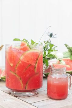 This watermelon cocktail punch is perfect for a summer cookout! Made with simple ingredients and tequila, it's sure to cool you down! A refreshing watermelon punch made with tequila! It's perfect for an outdoor summer party. Watermelon Tequila, Watermelon Punch, Watermelon Ice Cream, Watermelon Popsicles, Vodka Tonic, Cocktail Margarita, Mojito, Benefits Of Eating Watermelon, Acapulco