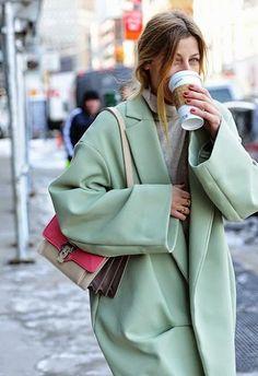 2015 kışı en şık kabanları,manto modelleri 2015, en şık mantolar 2015,en iyi 7 kaban,dış giyim modası 2015, en şık 7 mont,mont modelleri 2014,2014-2015 sonbahar/kış manto trendleri,2014-2015 sonbahar/kış kaban modası,2014-2015 sonbahar/kış mont trendleri,2014-2015 sonbahar/kış moda trendleri,2014-2015 f/w fashion trends,moda blogları,stil blogları,style blogs,fashion blogs,street style,sokak modası