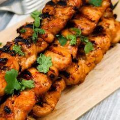 Sriracha Teriyaki Chicken Skewers - Get Healthy U Teriyaki Chicken Skewers, Teriyaki Marinade, Chicken Pork Recipe, Chicken Recipes, Grilled Chicken, Pork Recipes, Cooking Recipes, Rub Recipes, Slender Kitchen