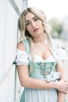Dirndl-Trach-Munich-Muenchen-Variasophia-Tracht-Kleid-Dress-Mode-Fashion-Fashionblog-Modeblog-Blogger-Modeblog-Fashionblog-Bavaria-Bayern-Lauralamode  |   S❤