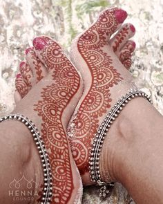 Tuesday Toes DayDid this piece a couple years ago on my own feet during a Mexico trip this was a few hours after scraping off the paste and the color was already ----------------------------------------------- Contact us for 2016 weddings in NorCal & Mexico. Holiday and high-season dates are booking out fast. hennaloungesf@gmail.com 1 (415) 215 6901 Web: www.hennalounge.com Henna Supplies: www.hennaguru.com Darcy Vasudev/Henna Lounge. Please do not repost without credits…