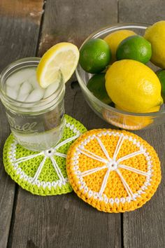 Nothing says summer more than a lemonade stand, so refresh your memory of lazy summer days past with these adorable coasters. Mix it up by using orange yarn for orange slices or pink yarn for grapefruit slices and brighten up your breakfast table. Crochet Fruit, Crochet Food, Crochet Kitchen, Love Crochet, Diy Crochet, Crochet Crafts, Crochet Projects, Crochet Summer, Thread Crochet