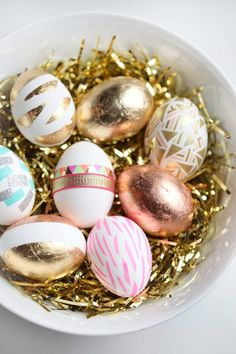 DIY Easter Eggs by Miss Renaissance. I'll make these permanent decorations for Easter time! Hoppy Easter, Easter Eggs, Easter Table, Easter Bunny, Diy Ostern, Easter Celebration, Easter Holidays, Egg Decorating, Easter Treats